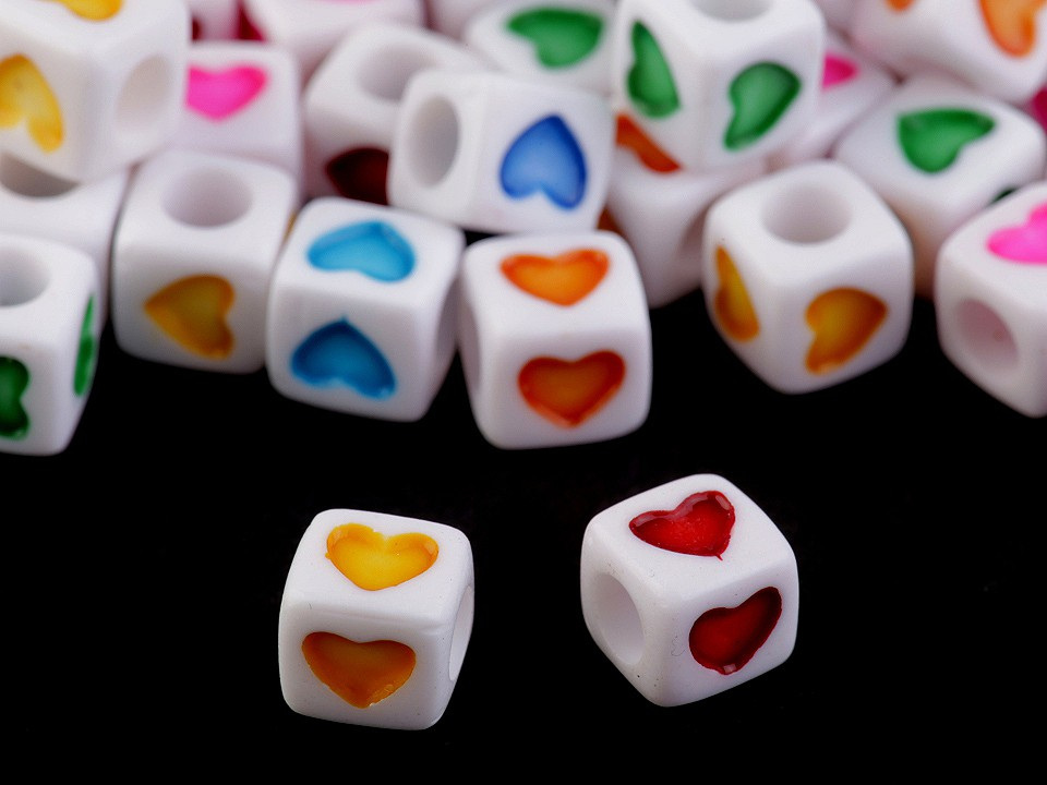 Plastové korálky srdce a zvěrokruh kostka 7 mm, barva 1 mix barev