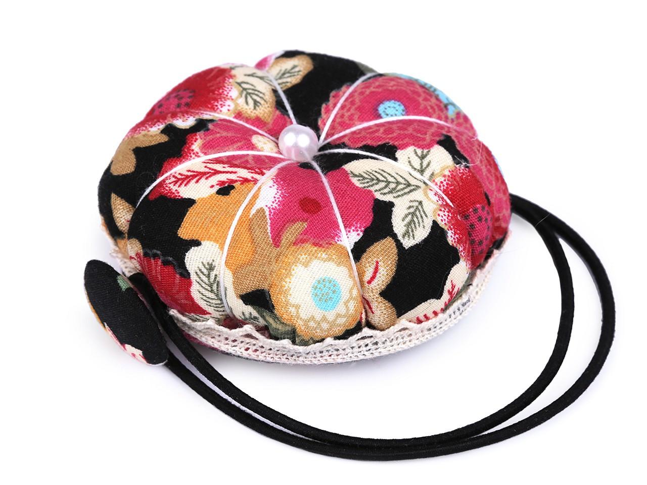 Jehelníček s pruženkou na šicí stroj, barva 2 černá květy